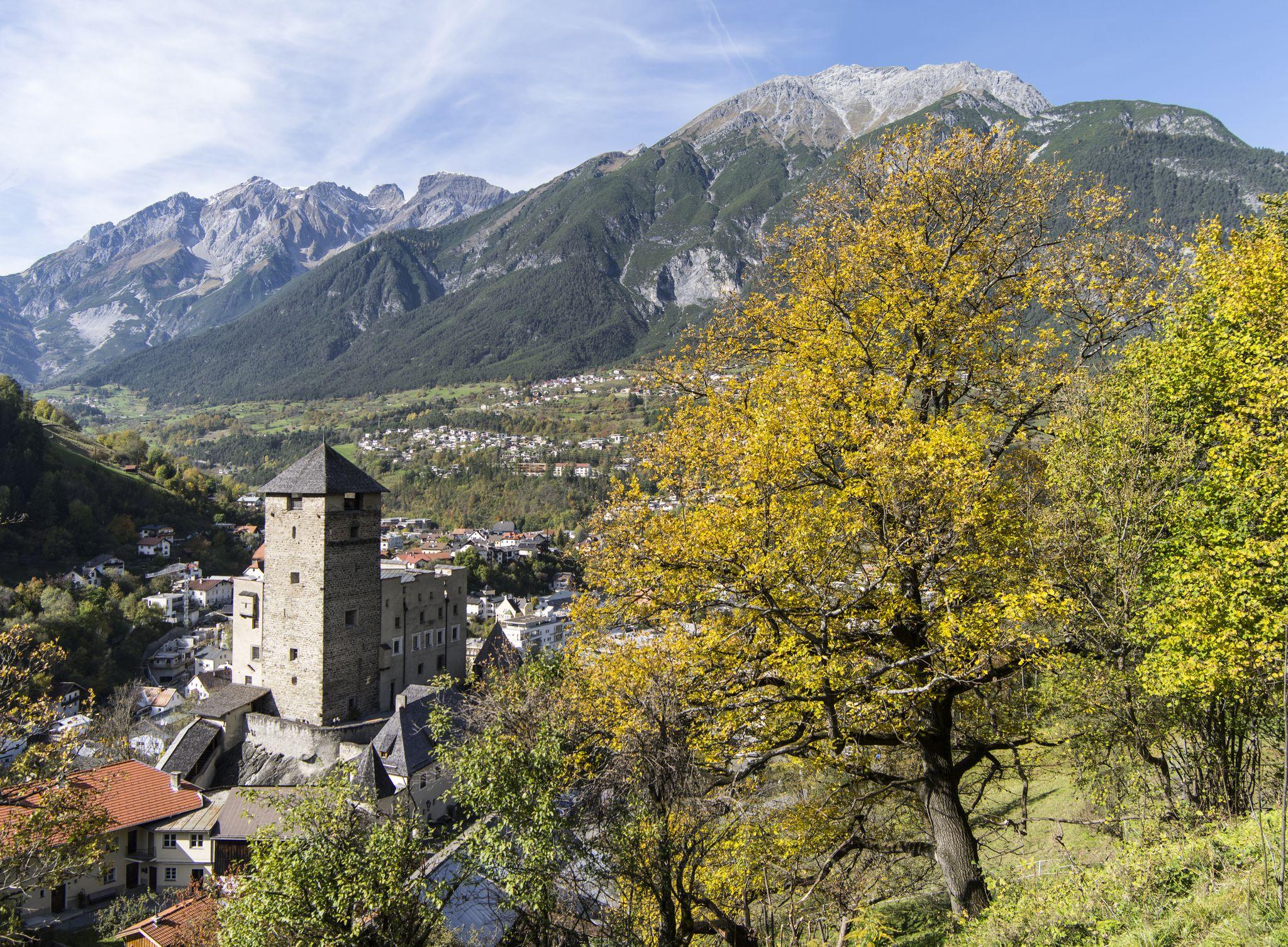 Schloss_Landeck-1.jpg
