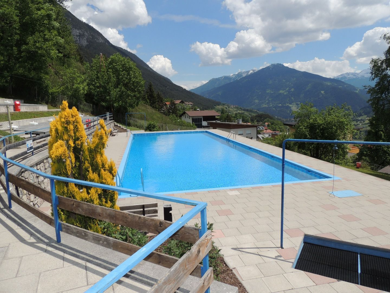 Swimming pool grins