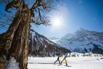 Sun cross-country skiing