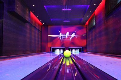 Fliegerbar   Bowlingbahn