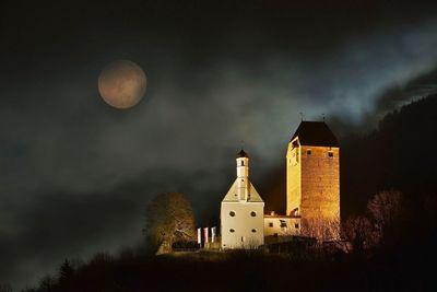 MITTWOCH – Burg Freundsberg (Abend/Nachtprogramm) 1