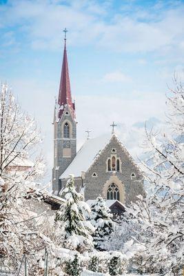 Parish church of Stans in winter