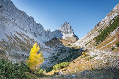 Hiking path to Lamsenjochhütte