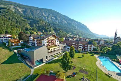 Hotel Schwarzrbunn in summer